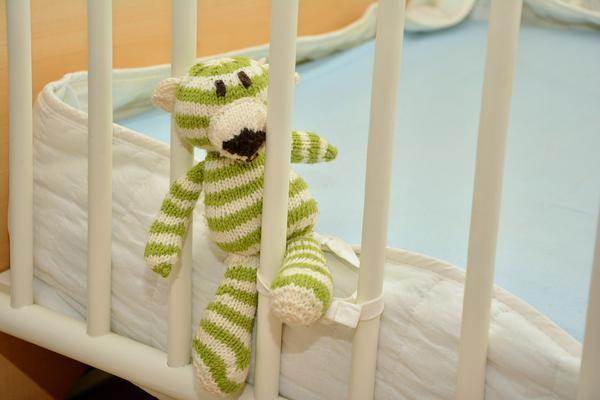 łóżeczka niemowlęce białe
